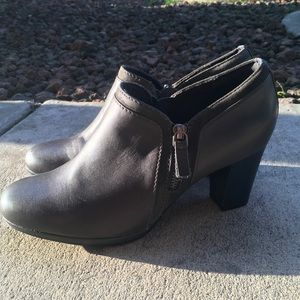 9.5 Gray Leather CLARK'S Ankle Booties EUC